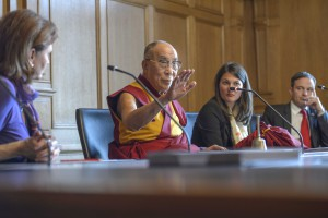 BERN 16.04.2013 - Offizieller Besuch H.H. the Dalai Lama, FriedensnobelpreistrŠger, im Bundeshaus. Photo by BŽatrice Devnes